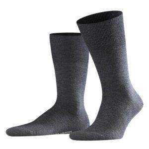 Donker grijze heren sokken.