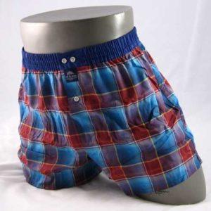 Rood en blauw geruite boxershort van het merk McAlson.