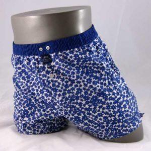 Wijde boxershort bedrukt met bloemen in het blauw van het merk McAlson.