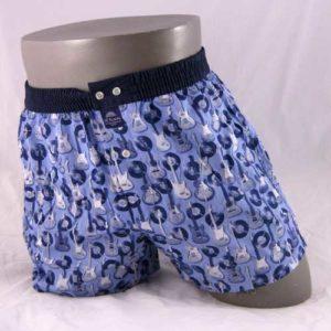 Wijde, blauwe boxershort bedrukt met gitaren van het merk McALson.